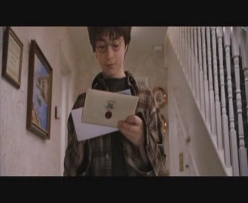 гарри поттер ловит письма
